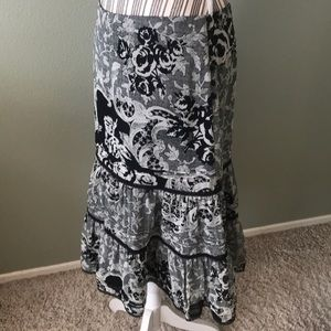Stunning mid level skirt, express
